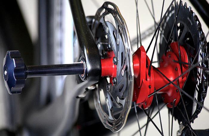 fasten-roue-arriere-tripode-700x457.jpg